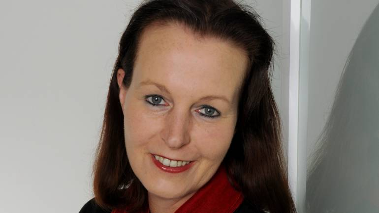 Dr. Mercedes Stiller